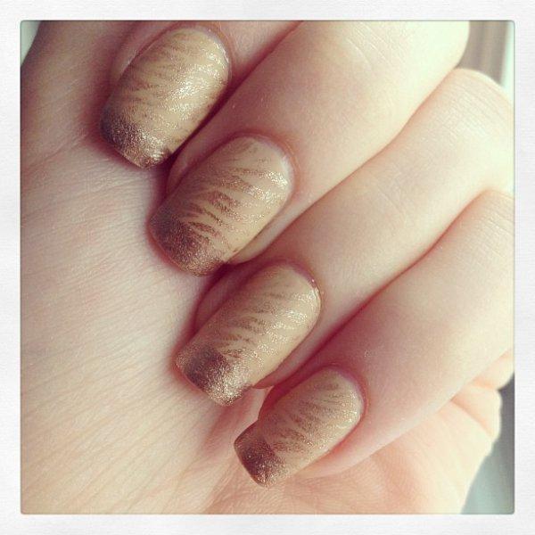 Manucure dorée