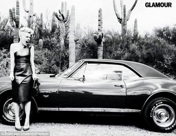 Pink pour le magazine Glamour.