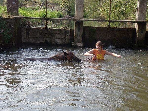 La première baignade de l'année ...