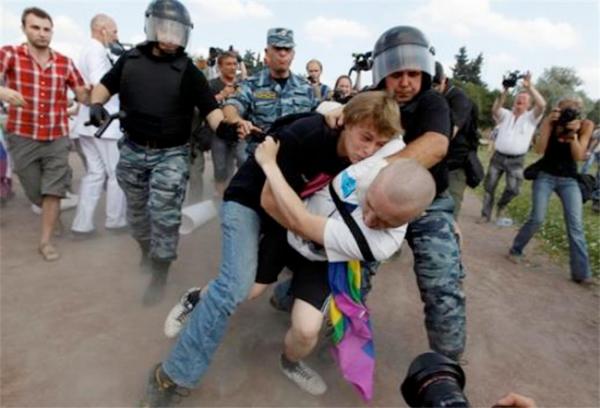 Russie : Poutine promulgue les lois contre la propagande homosexuelle et les offenses aux croyants
