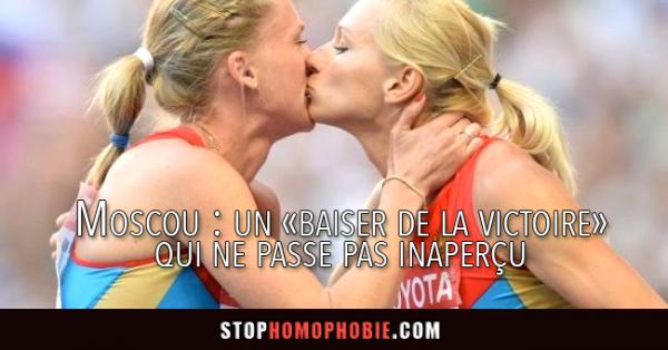Deux athlètes russes s'embrassent pour protester contre les lois homophobes de Poutine :)