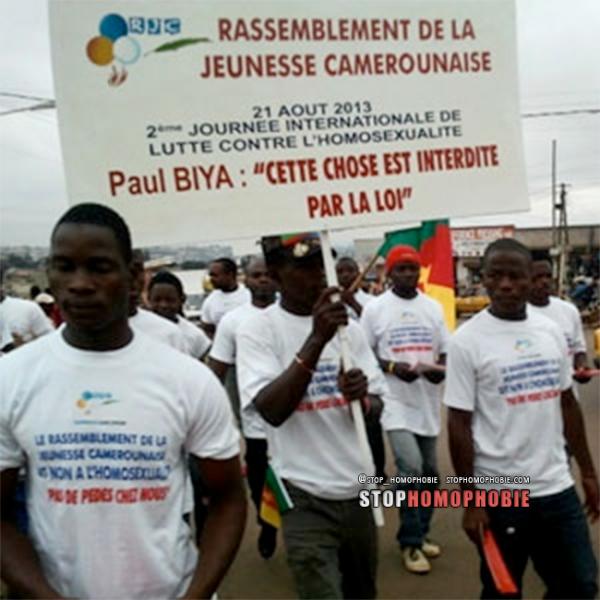 Cameroun : « Pas de pédés chez nous ?! La haine anti-gay défile dans les rues de la ville de Douala