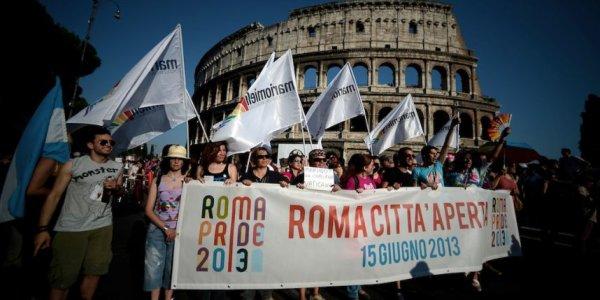 Italie : le suicide d'un jeune homosexuel secoue le pays