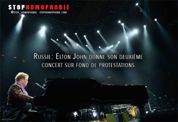 #Vidéo : À #Moscou, #EltonJohn dénonce la loi anti-#gay #russe et donne son deuxième concert sur fond de #protestations