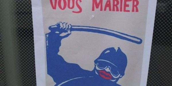 Paris : l'association Aides porte plainte contre une affiche homophobe
