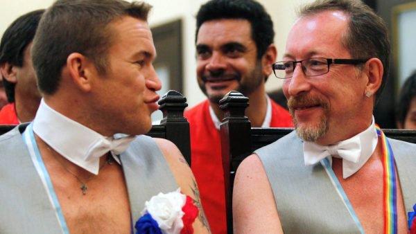 Gays, ils quittent Sotchi et la Russie pour se marier