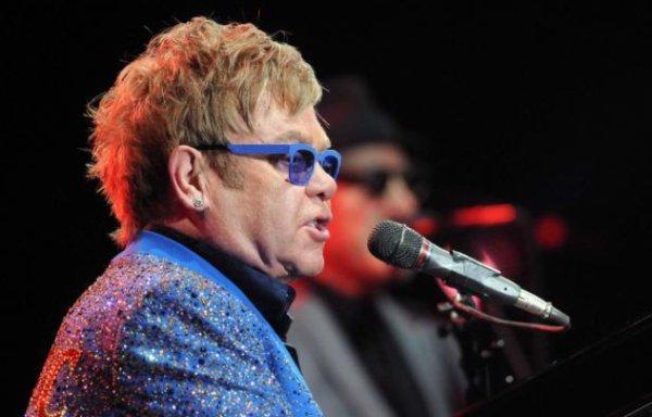 Elton John va soutenir la communauté gay en Russie à son concert à Moscou