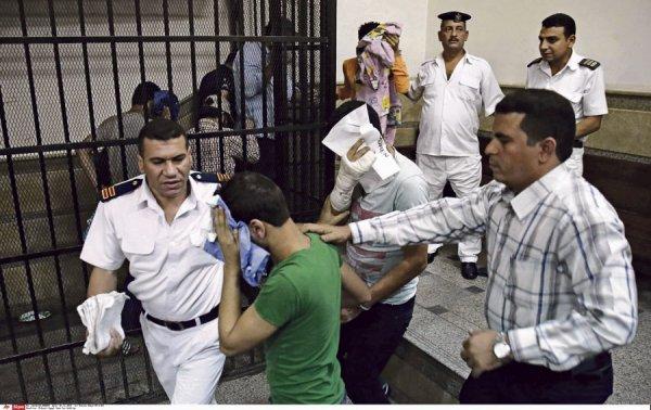 Homophobie : malgré la fin de l'ère Moubarak, les Égyptiens n'en ont pas fini avec un régime répressif
