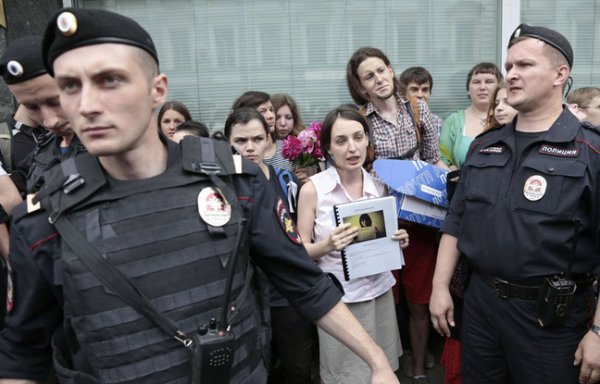 Russie: Une loi interdit aux travestis et transsexuels de conduire