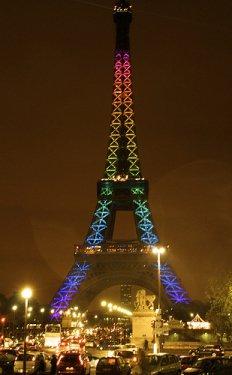 Orlando : la tour Eiffel illuminée ce soir aux couleurs de la communauté gay