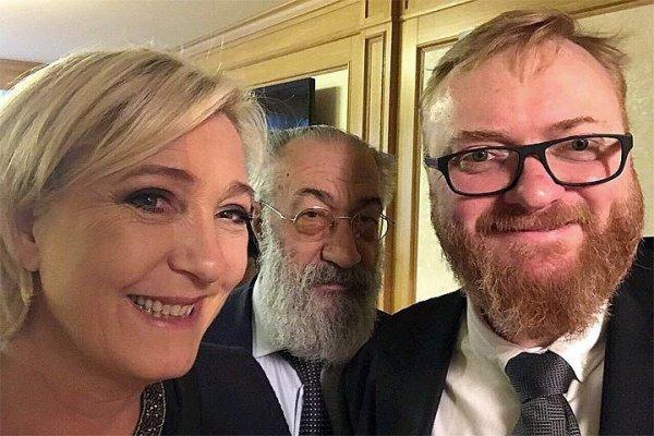 Quand Marine Le Pen pose avec Vitali Milonov, « le plus homophobe » des députés russes