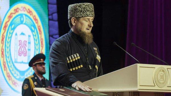 La police tchétchène demande aux parents de tuer leurs enfants gays
