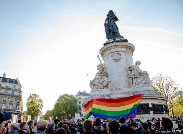 De Paris à Bruxelles, LGBT et alliés se rassemblent contre la purge anti-gay en Tchétchénie