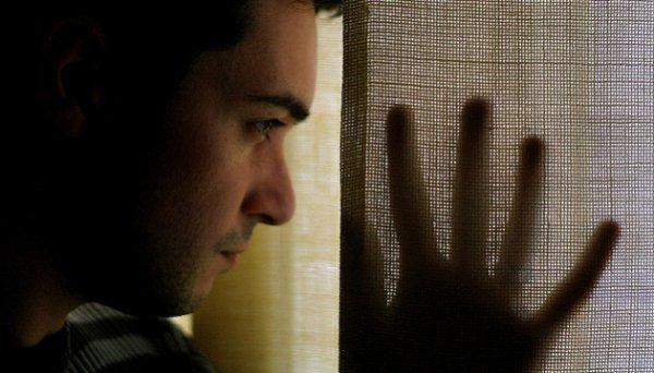 """Va voir tes amis pédés"""" : homo, j'ai été viré de chez moi. Ma famille me croyait malade"""