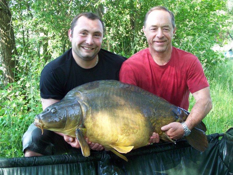 Nouveau Reccord , avec un poisson de plus de 24 kilos .......................
