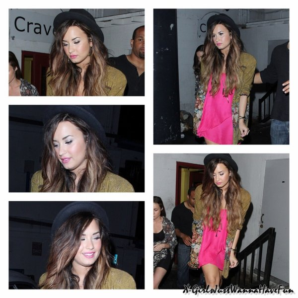 "28/09 : Demi Lovato Quittant ""The Crave Cafe"" à Hollywood."