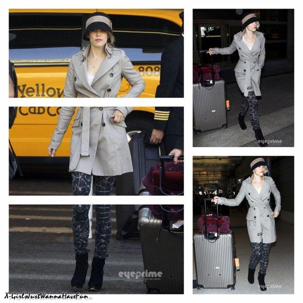 29/09 : Rachel McAdams à l'aéroport de LAX.