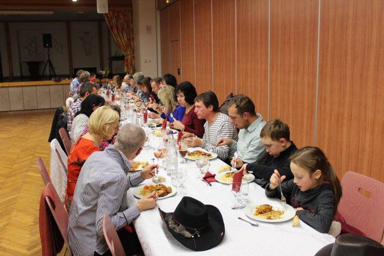 Quelques photos de notre repas de Noël du 2 décembre , soirée réussie ! merci à tous !!