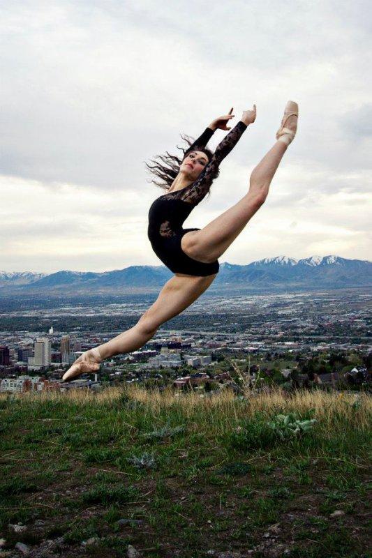 Dance, dance, dance...!