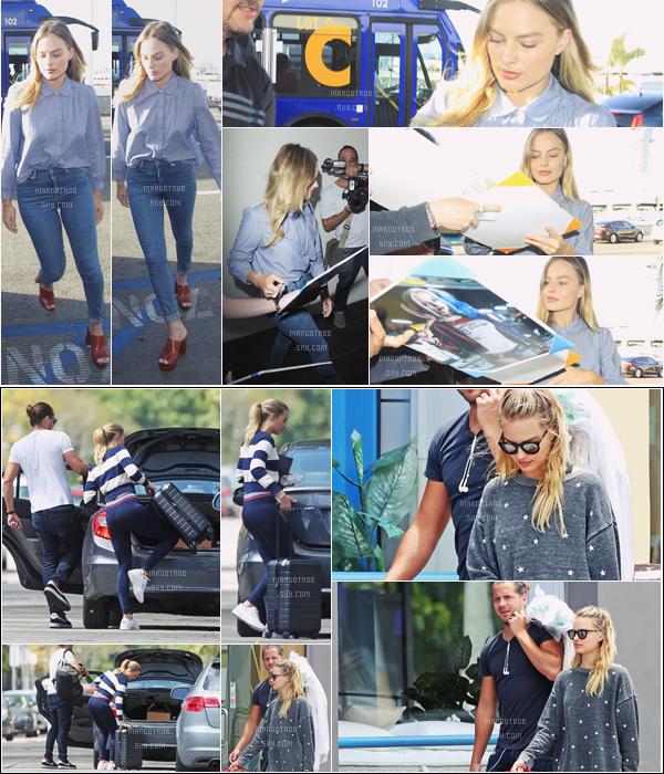 - 18/05/17 : Margot Robbie était encore à l'aéroport de LAX, pour rentrer en Angleterre, Los Angeles (CA). Plus tôt dans la journée, alla a été aperçue avec son mari Tom Ackerley et leur chien Boo Radley. J'aime bien les différentes tenues -