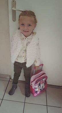 voila notre petite fille prête pour l'école gros bisous mémé pépé