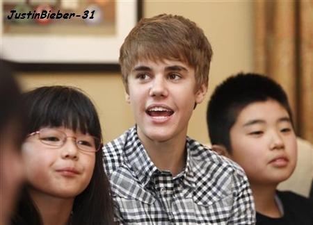 Justin rencontre des enfants japonais!