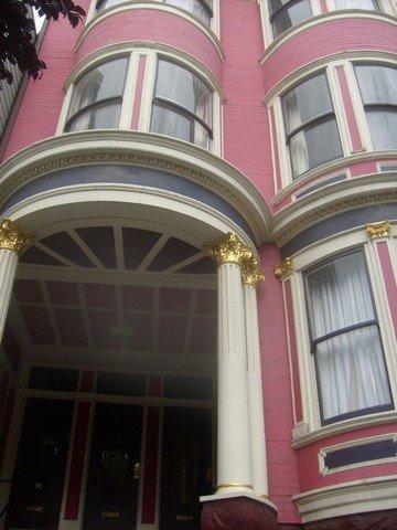 Une maison rose adoss e la colline h oui elle n 39 est pas bleue blog - Maison bleue adossee a la colline ...