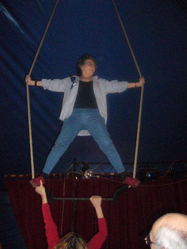 """26 MAI ; ce jour St BERANGER (BERANGERE) , (voir article çi - dessous) , je vous fait de gros baisers affectueux, et même si je suis très prise (par les répétitions de cirque, comédie musicale, et depuis lundi l'équitation (tj pour le cirque)  ,;  ha oui j'ai oublié l'hélico samedi,   dis donc """"""""mamie"""""""" il va falloir se calmer ,,(  quad, trapéze,cheval et hélicoptère ,  ) à 60 ans  bientôt  lol;  MDR.....  je pense à vous et vous """"""""""""kifffffffff...."""
