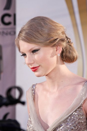 "Taylor Swift au ""5th annual ACM honors"" le 19 septembre 2011. Elle a gagné le prix"" the young country star"", a Nashville.TOP"