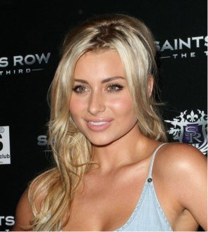 "12 Octobre 2011: Aly Michalka au lencement du jeu"" Saints Row The Third"" à Los Angeles. Ton avis?"