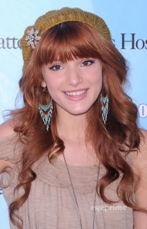 16/10/11: Bella Thorne à la Mettel Party à Santa Monica. J'adore sa tenue!!! Et Toi???