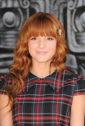 """23/10/11: Bella Thorne à la première de """" in Boots"""". Photos du red carpet + photo twitter. Ton avis?"""