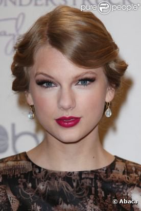 27/10/11: Taylor Swift à une nouvelle fois présentée son parfum mais cette fois-ci à Nashville.