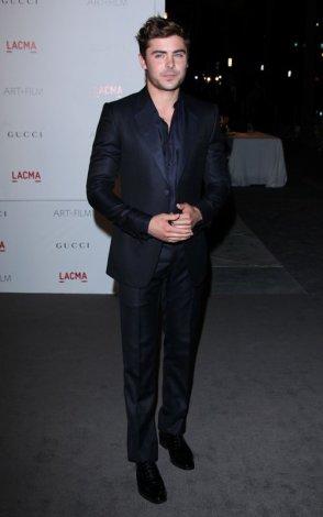 5/11/11: OMG!!! C'est un MAGNIFIQUE Zac Efron que l'on retrouve au LACMA Art + Film Gala organisé par Clint Eastwood au Los Angeles County Museum of Art! COUP DE COEUR!!! Ton avis?