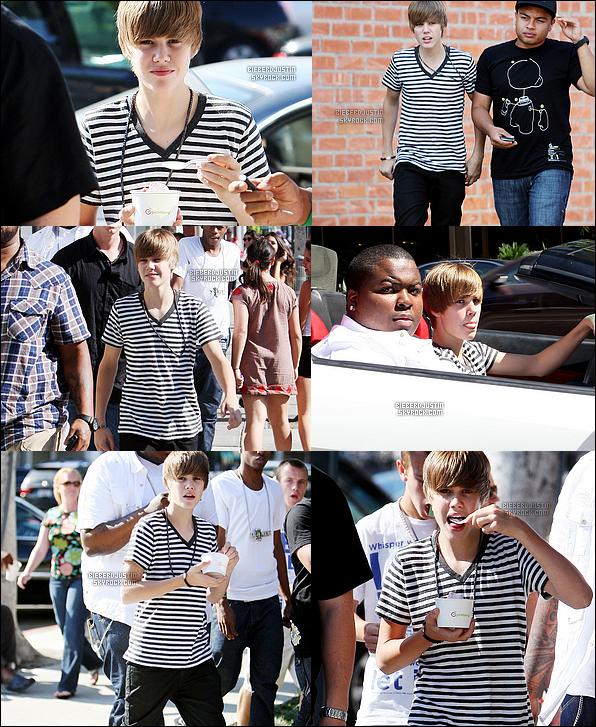 C'est un superbe Justin, qui a été vu lundi se promenant dans Los Angeles, avec une glace dans un pot mais aussi au volant d'une sublime voiture au coté de Sean Kingston, le 19/07