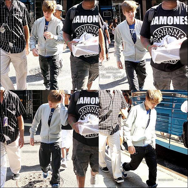 1 septembre 2010 :  C'est l'heure du départ ! Et oui, Justin a été vu ce mercredi quittant New York !