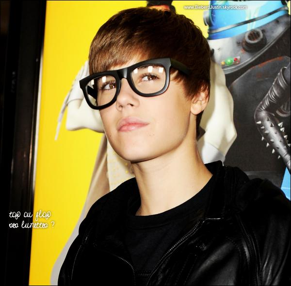 Justin a assisté à l'avant première du film de son ami Will Ferrel , intitulé Megamind, le samedi 30 octobre.