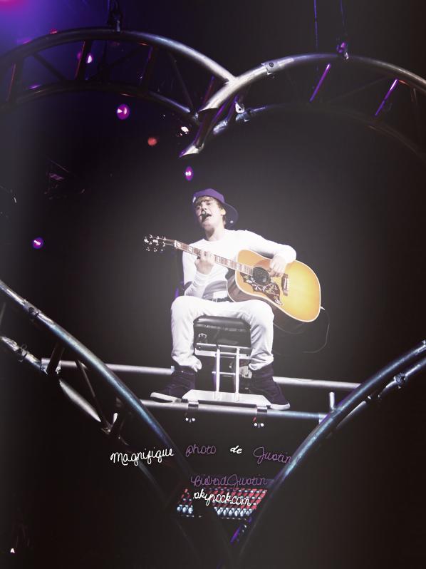 Justin lors d'un concert, My World Tour
