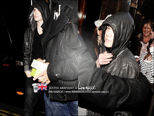 // CANDIS \\ C'est un JB fatigué qui a été vu arrivant à Liverpool au Royaume - Uni, (10 mars) & sur le balcon de son hôtel.