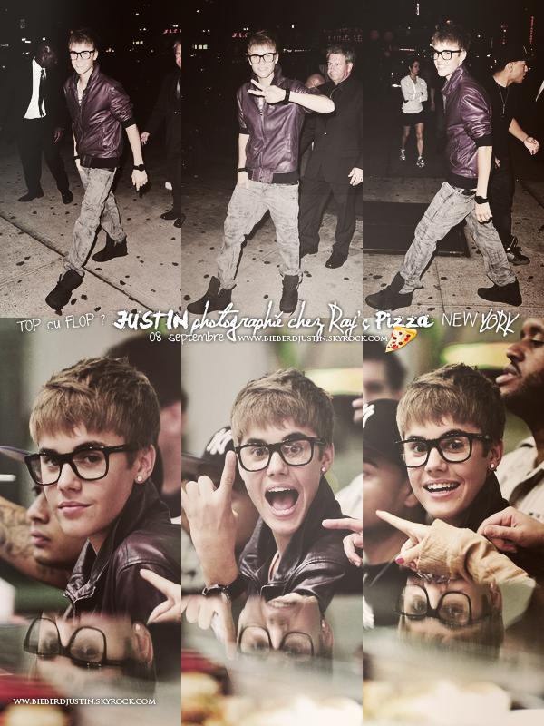 _NEW, CANDIDS_ Justin et ses grandes lunettes photographiés chez Ray's Pizza à New York, le 8 septembre.
