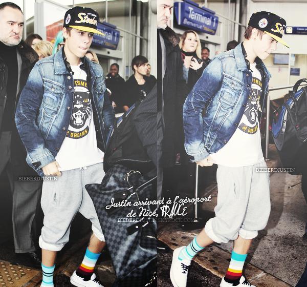 Justin a été photographié à l'aéroport de Nice, en France, le 28 janvier. J'aime bien sa tenue ! Et à l'aéroport de LAX.