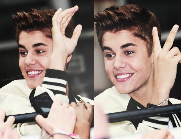 Découvrez plusieurs candids du séjour de Justin à Londres, datant du 23 et 24 avril. J'adore trop sa coupe de cheveux.