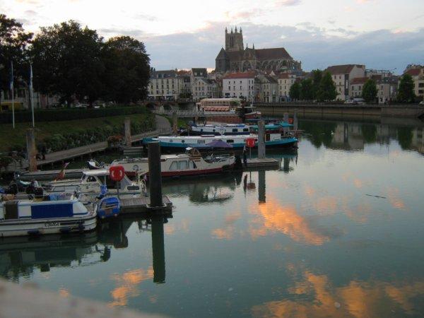 Un petit aperçu de la Marne pas loin de chez moi dans le centre de Meaux!!