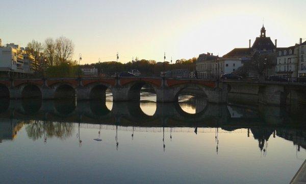 Vieux pont de Meaux ce soir pres du petit port!!