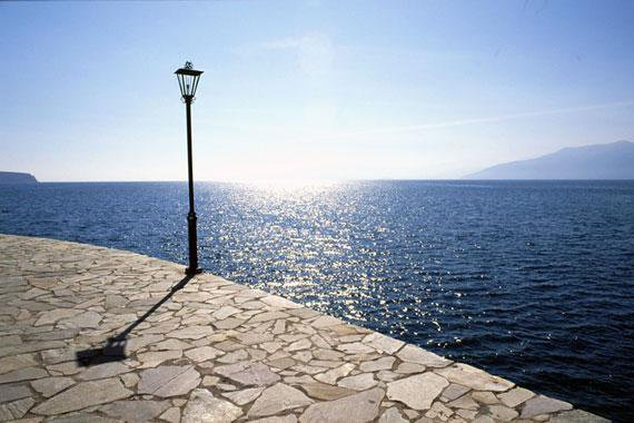 Promenade en bord de mer a Nauplie, au Sud de la Grèce!!
