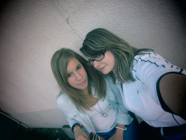 Une amitié sincère ne se termine jamais. Elle connait des virgules mais jamais de point. <3
