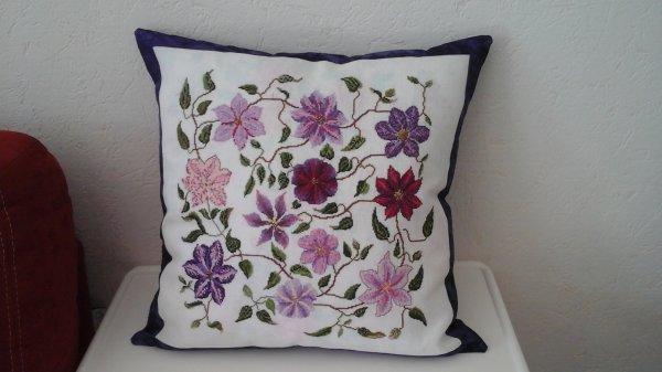 coussin fleurs clématites
