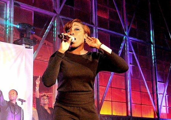 c=#8800ff]Estelle participe a un évènement le Voyage en rose pour le cancer de charité à Atlanta