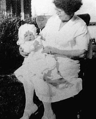 ✽ 1927  ✽  Sa grand-mère  ✽