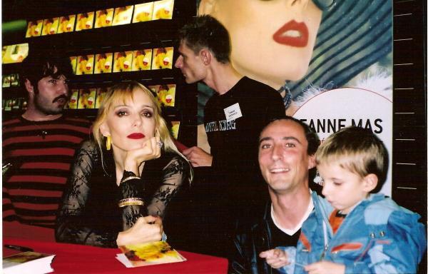 Le 25 novembre 2006 virginmegastore du louvre jeanne mas en vrai - Jeanne mas et son mari ...